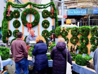 New York Markets   Christmas Wreaths at Union Square