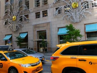Shopping on Fifth Avenue - Tiffany's