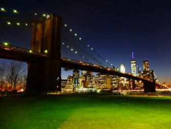 Brooklyn Bridge Park in New York - Brooklyn Bridge