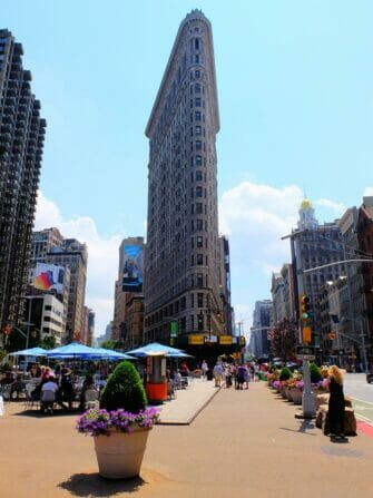 Superheroes Tour in New York - Flatiron Building