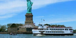Boat tour around Manhattan