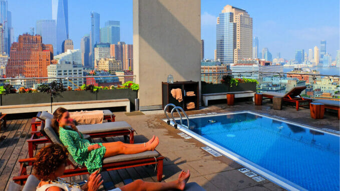 Rooftop Pool – Zoom