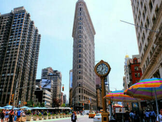 Flatiron Building in New York - Clock at the Flatiron Building