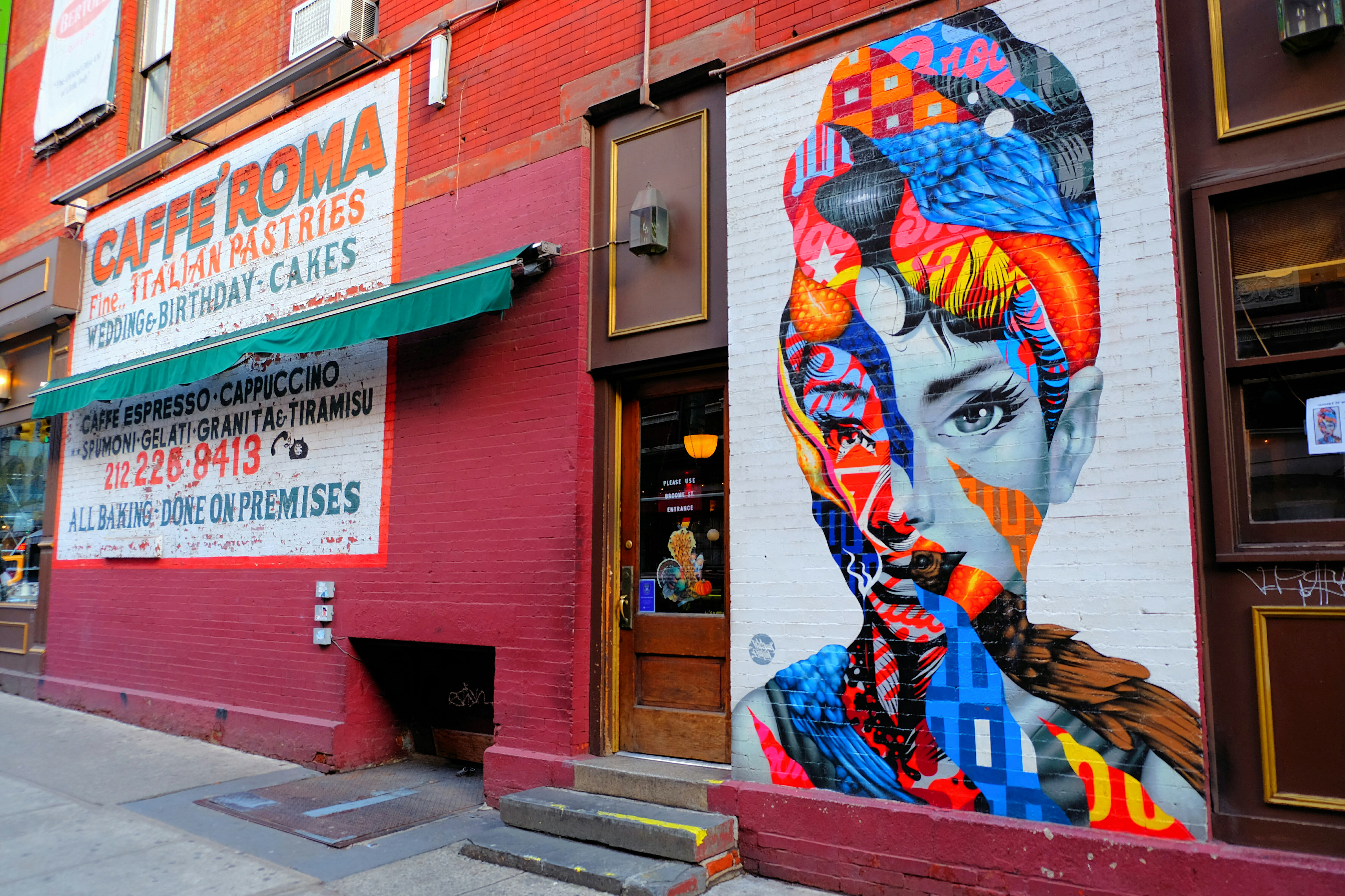 Audrey Hepburn by Tristan Eaton Street Art in New York – High Quality Wallpaper
