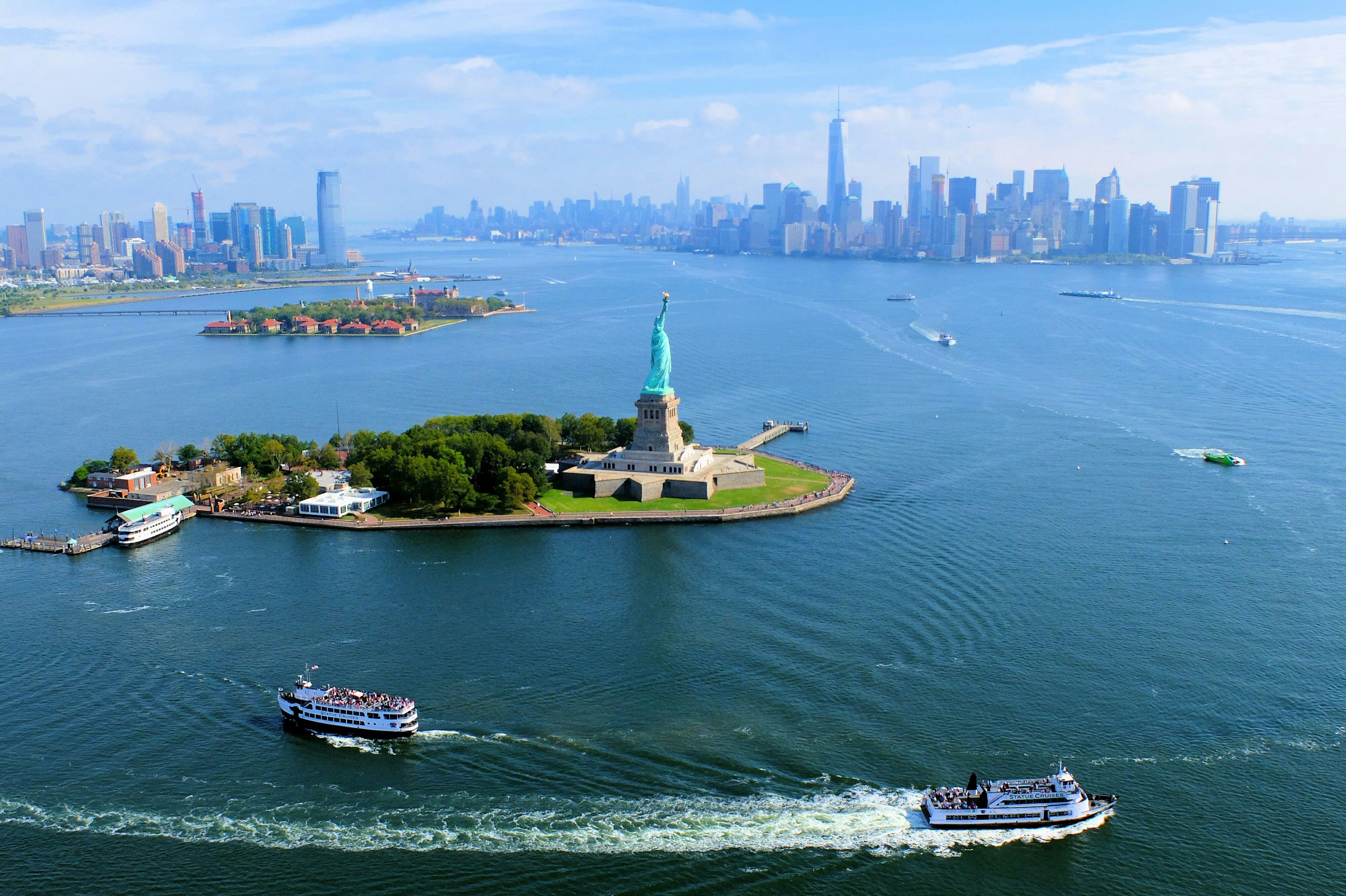 Helicopter Tour New York Skyline – High Quality Wallpaper