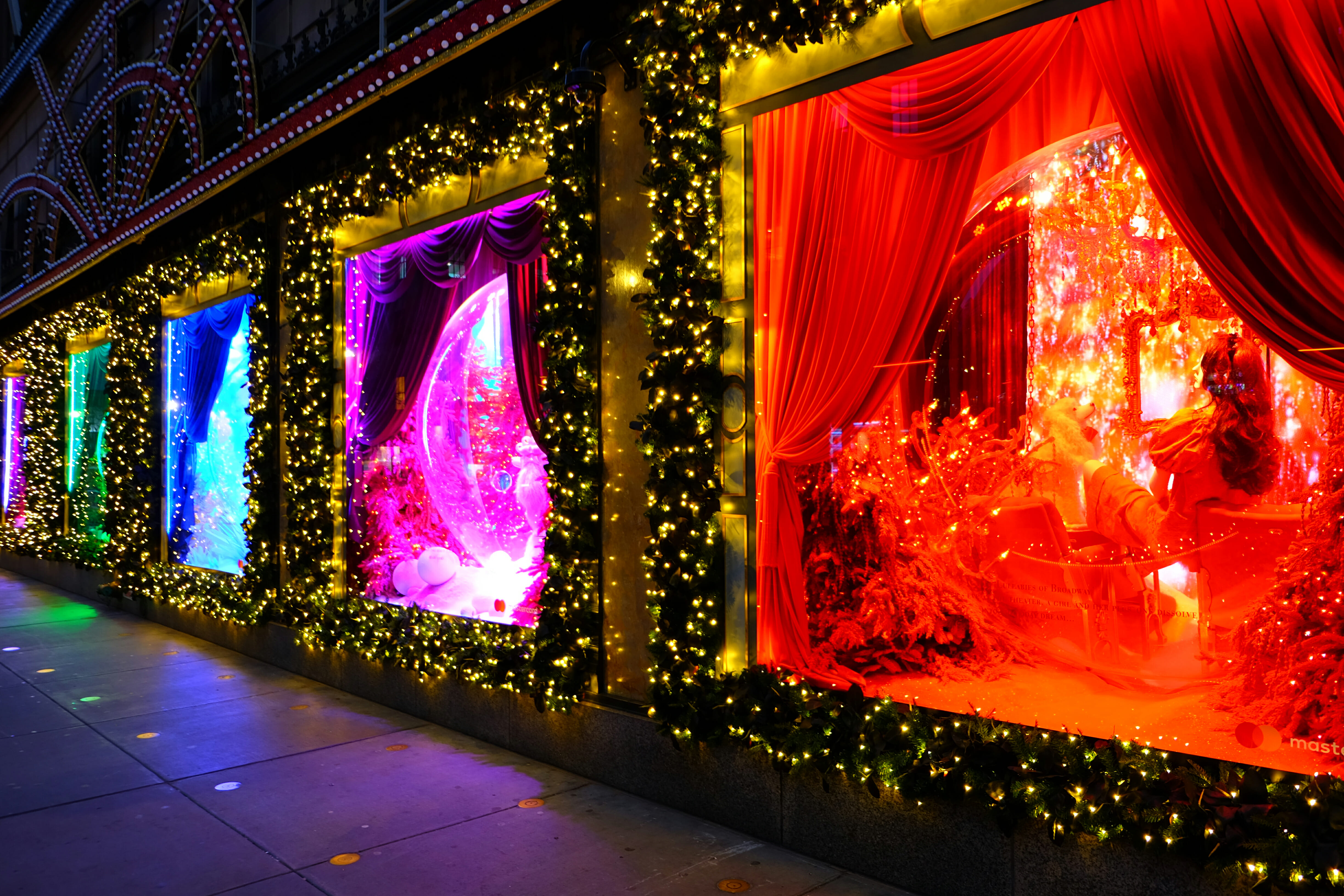 Saks on Fifth Christmas Window Decorations – High Quality Wallpaper
