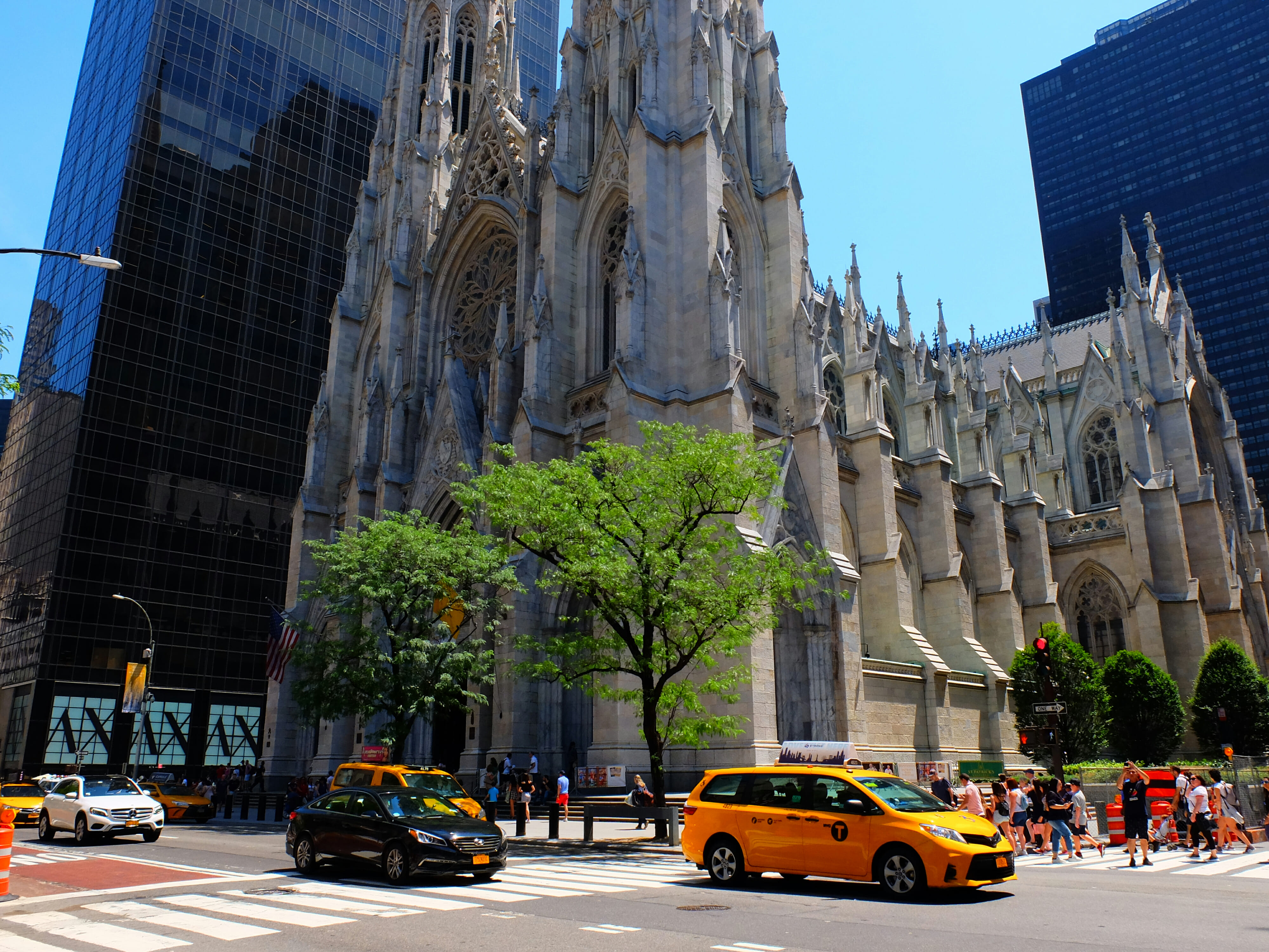 St Patricks Cathedral in New York – High Quality Wallpaper