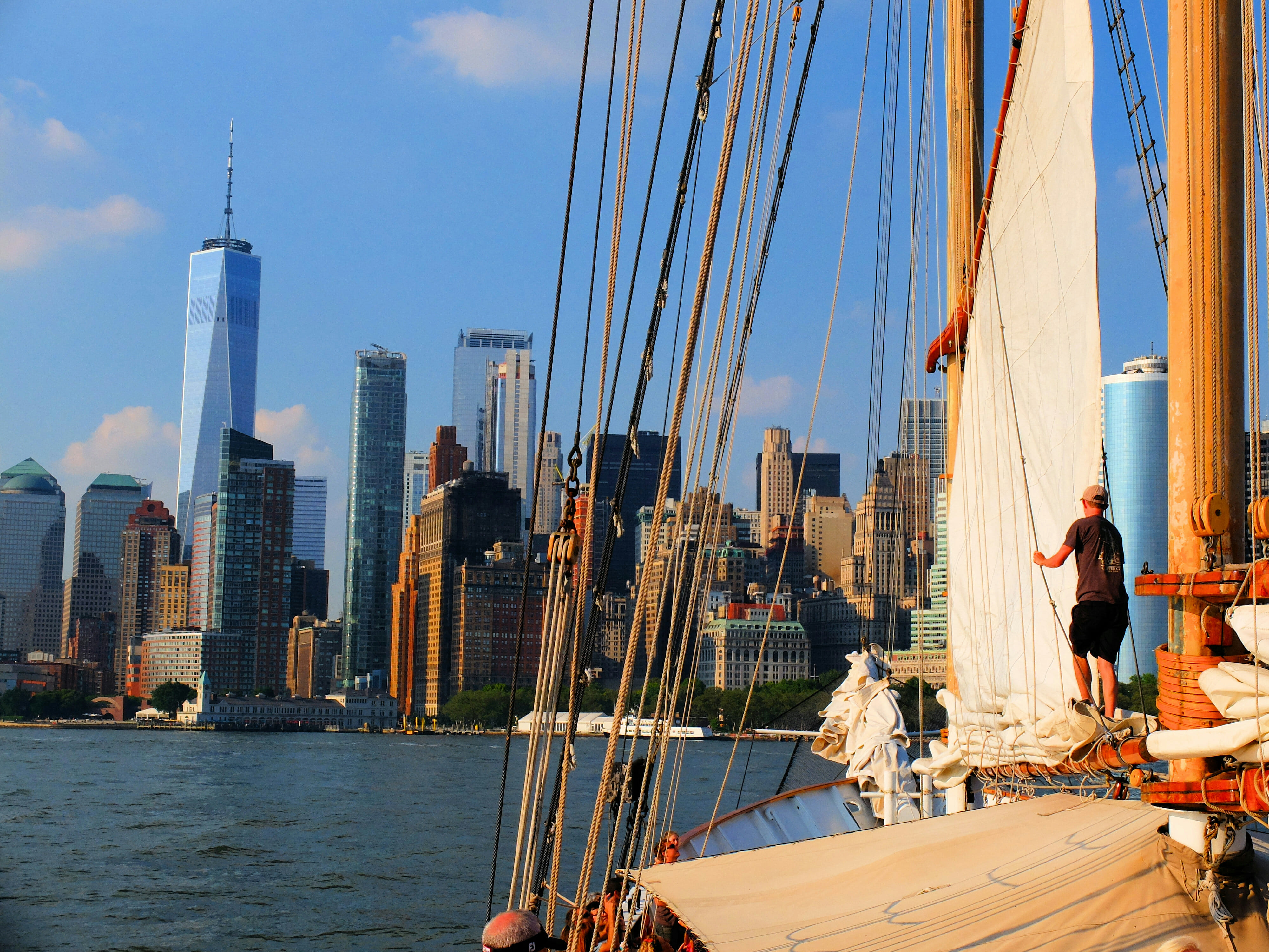 View Downtown New York from Sailboat – High Quality Wallpaper