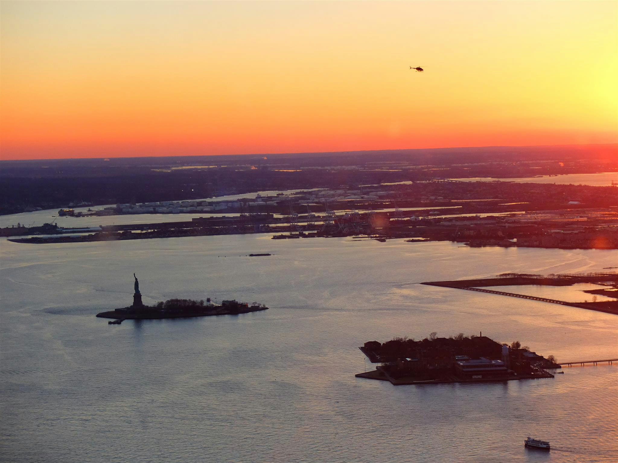 View of Statue of Liberty Sunset – High Quality Wallpaper