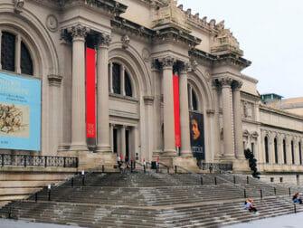 Filming Locations in New York - Gossip Girl - The Met Steps
