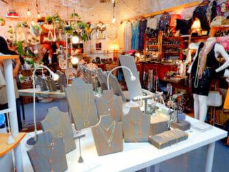 Flea markets in New York - Artists And Fleas Williamsburg
