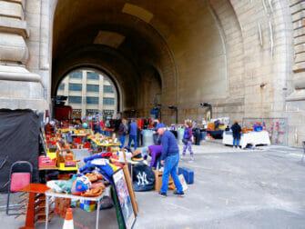 Flea markets in New York - Brooklyn Flea in DUMBO